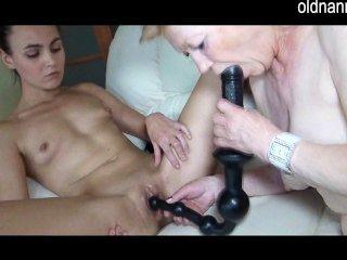Alte Reife Und Junge Frau Fingersatz Und Spielen Spielzeug