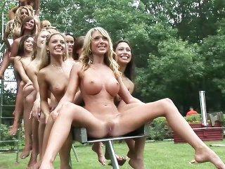 Nudes A Poppin 2005 - Szene 3