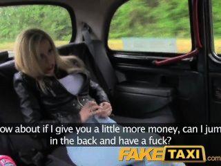 Taxifahrer Schmiergelder Blondine Für Spaß Auf Dem Rücksitz