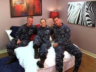 Sexy Marine Petty Officer Fickt Ihre Matrosen