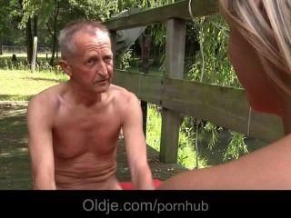Alter Mann Lehrt Teeny Sexuelle Gymnastische