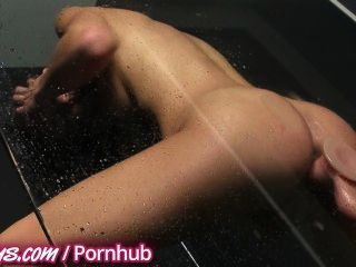 Hot Teen Fickt Spielzeug In Der Dusche