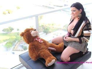 Big Titted Angelina Castro Hat Sex Mit Teddybären ?!