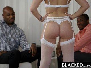 Geschwärzt Schöne Blonde Dakota James Schreit Mit 2 Großen Schwarzen Schwänzen