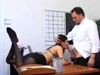 Sekretär Sativa Stieg In Strumpfhosen Fucking Auf Ihre Chefs Schreibtisch