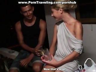 Betrunkenes Mädchen In Ihren Arsch Gefickt