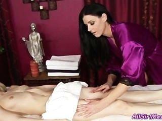 Unschuldiges Mädchen Bekommt Ihre Erste Happy End Massage