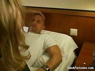 Vollbusige Blondine Wird Intensiv Geritten