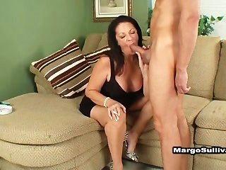 Puma Margo Rauchen Blowjob