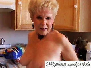 Sehr Sexy Oma Hat Eine Pussy Klatschnass