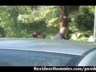Mutter Nahm In Den Park Wird Gefickt