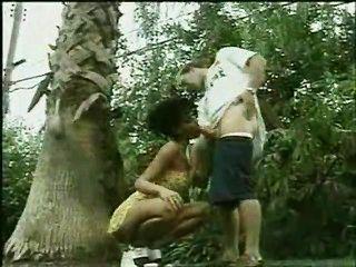 Anita Blonde Bläst Eine Freundliche Schlange