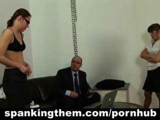 Faul Sekretärin Babe Wird Von Ihrem Chef Verprügelt