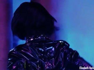Gina Gershon Und Elizabeth Barkley Nackt In Showgirls