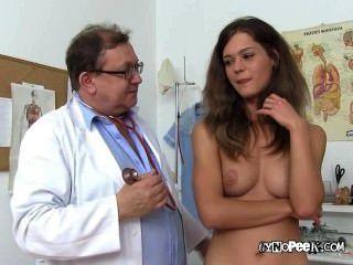 Blonde Mädchen Veronica Für Nackt ärztliche Untersuchung