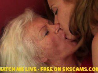 Hot Babe Eine ältere Lesbische Mutter Besuchen