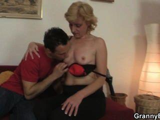 Frische Hahn Für Heiße Reife Frau