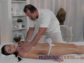 Massageräume Wunderschön Und Zierliche Junge Teen Bekommt Creampie Vom Masseur