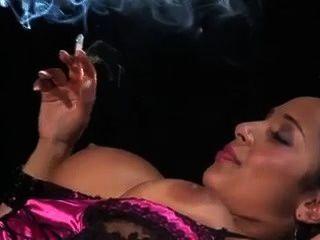 Schwarz Baby Raucht, Während Immer Gegessen
