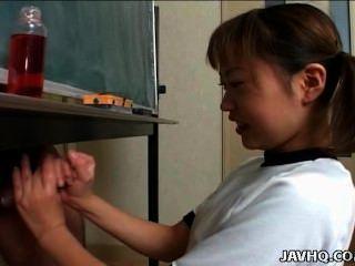 Japanische Cutie Itsuki Wakana Wichst Einen Harten Schwanz Unzensiert