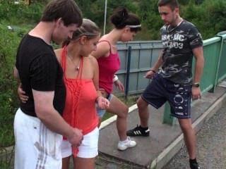 Extreme öffentliche Orgie Auf Einer Autobahnbrücke Teil 1