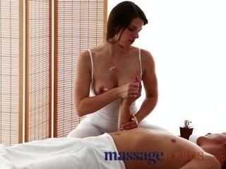 Massageräume Große Brüste Masseuse Genießt Fetten Schwanz In Ihrem Engen Geölt Loch