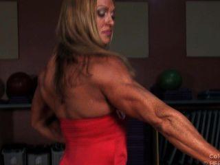 Big Tit Muskel Schönheit Colette Verbiegt Ihren Erotischen Körper In Einem Engen Roten Kleid