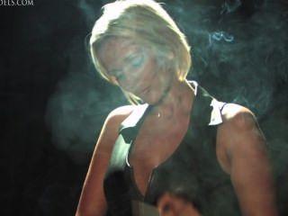 Lucy Zara Rauchen Fetisch In Leder