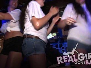 Sexy Betrunken Teenager In Einem Club Im Urlaub Nicht Nackt Ausziehe