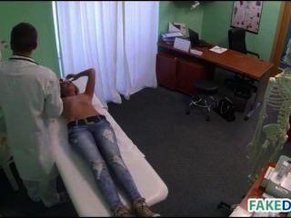 Falschen Arzt Heilt Mit Penis