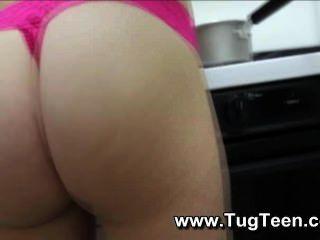 Junge Mädchen Gibt Wichsen In Der Küche