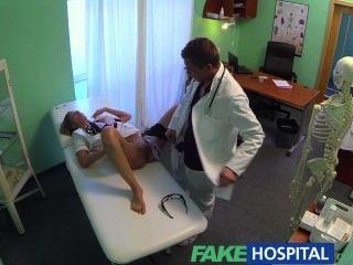 Gefälschte Krankenhaus Heiße Krankenschwester Felgen Zu Einem Raise Ihren Weg