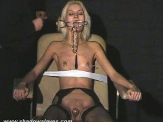 Extreme Nadel Folter Und Hardcore Bdsm Blonde Sklavin In Schweren