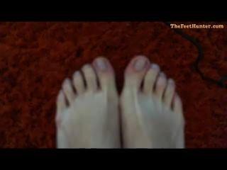 Mary Lynchen - Blonde Schwangere Mutter Ihre Schmutzigen Füße Zeigt