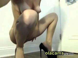Heiße Junge Brünette Nackt Vor Der Webcam