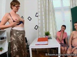 Sie Hat Uns Lesben - Simona Und Ihre Sexy Mitschüler