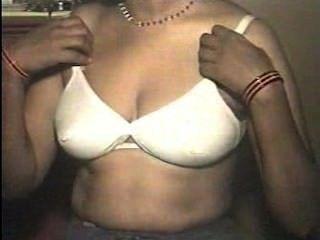 Tamilisch Hausfrau Zeigt Ihre Schönen Brüste