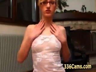 Hot Starla Upskirt Peep-show Vor Der Webcam