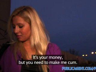 Publicagent Kurvige Blondine Nimmt An Der Bushaltestelle Für Geld Angebot Sex